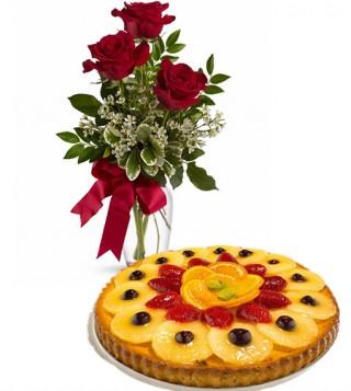 crostata-di-frutta-con-tre-rose-rosse