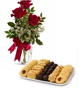 consegna-torta-biscotti-con-tre-rose-rosse
