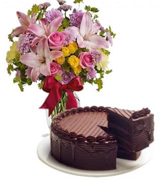 consegna-torta-torta-al-cioccolato-con-bouquet