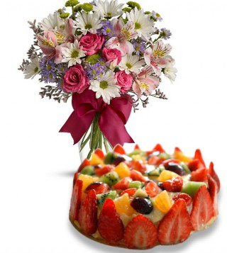torta-alla-frutta-con-bouquet-di-fiori-misti