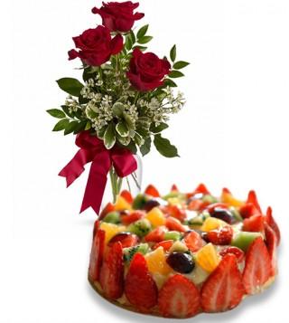 torta-alla-frutta-con-tre-rose-rosse