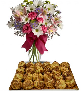 bigne-al-caffe-con-bouquet-di-fiori-misti