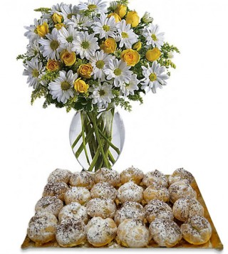 bigne-alla-crema-chantilly-con-bouquet-di-margherite-e-roselline