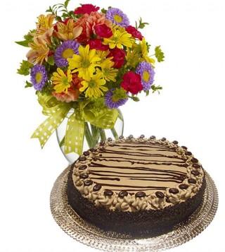 torta-al-caffe-con-bouquet-di-fiori-misti