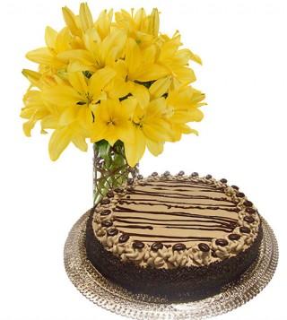 torta-al-caffe-con-bouquet-di-gigli
