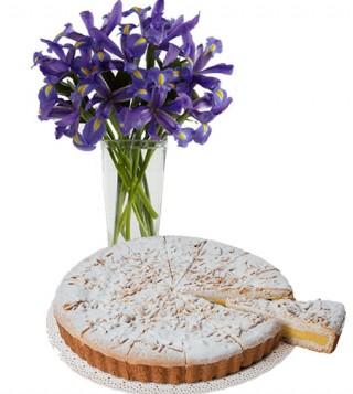 torta-della-nonna-con-bouquet-di-iris-blu