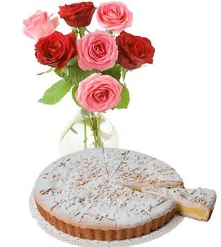 torta-della-nonna-con-bouquet-di-rose-rosse-e-rosa