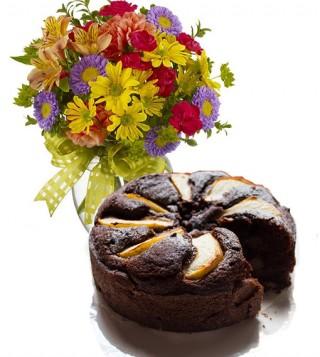 consegna-torta-cioccolato-e-pere-e-fiori-misti