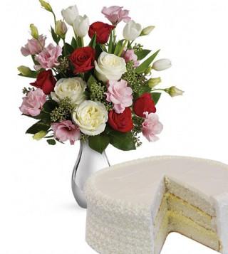 bouquet-di-roselline-con-torta-alla-crema