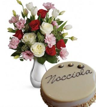 bouquet-di-roselline-con-torta-alla-nocciola