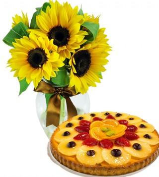 crostata-alla-frutta-con-bouquet-di-girasoli
