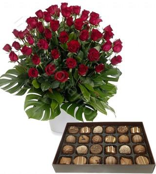 scatola-di-cioccolatini-con-bouquet-di-50-rose-rosse