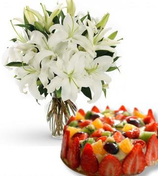 torta-alla-frutta-con-bouquet-di-gigli